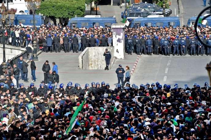 Manifestation antigouvernementale à Alger, le 12 décembre, jour de l'élection présidentielle.