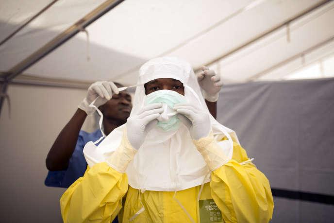 Pendant l'épidémie d'Ebola, à Koidu, en Sierra Leone, en décembre 2014.