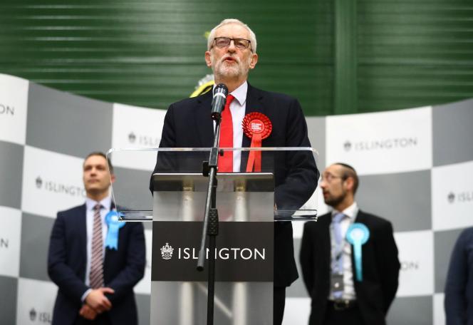 Jeremy Corbyn prend la parole après l'annonce des résultats de la circonscription d'Islington North à Londres, Grande-Bretagne, le 13 décembre.