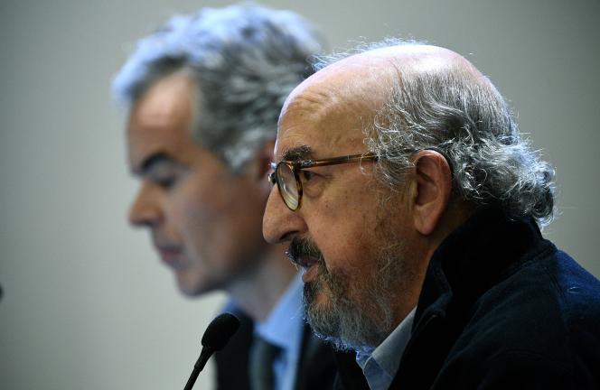 Le patron de Mediapro, Jaume Roures (à droite), et Julien Bergeaud, directeur général du groupe pour la France, lors d'une conférence de presse à Paris, le 12 décembre.