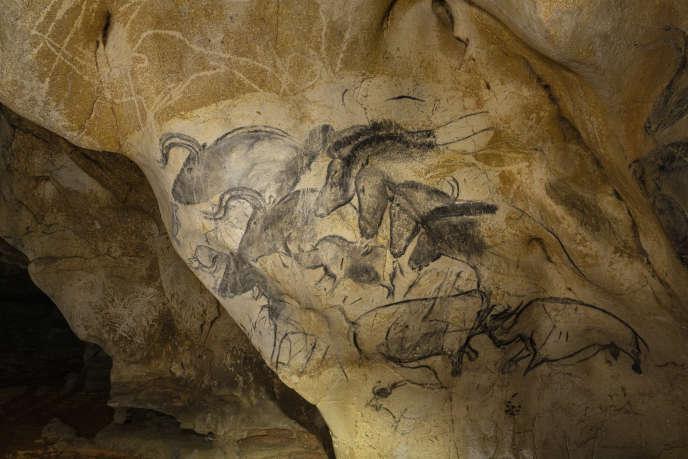Le panneau des Chevaux dans la salle Hillaire de la grotte Chauvet.