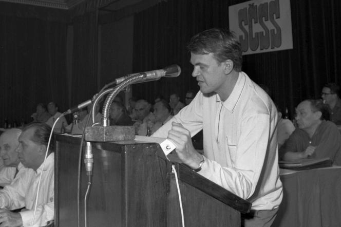 Milan Kundera, lors du 4e congrès des écrivains tchécoslovaques, à Prague, en juin1967.