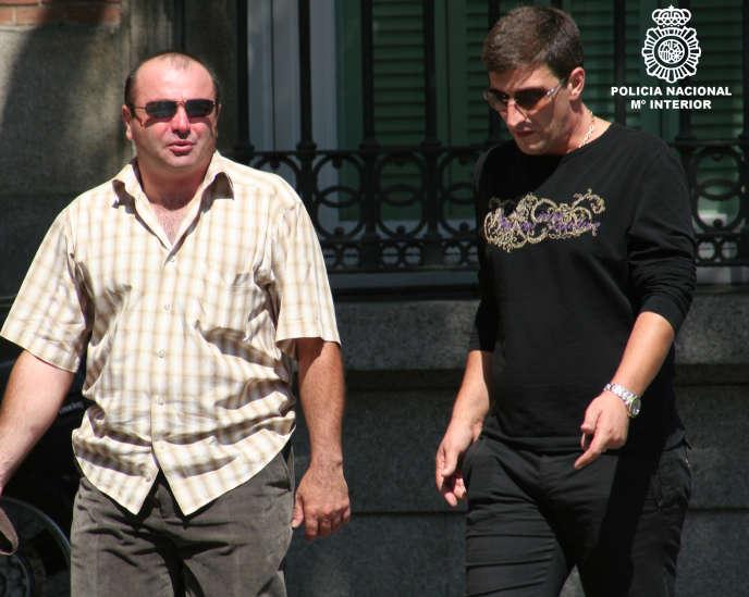Sur cette photo fournie par la police espagnole, Kakhaber Shushanashvili (à droite), le 15 mars 2010.