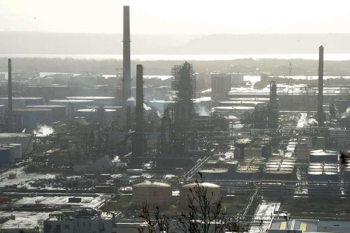 La raffinerie Total de Gonfreville-l'Orcher (Seine-Maritime), aux portes du Havre, est la plus grande deFrance.