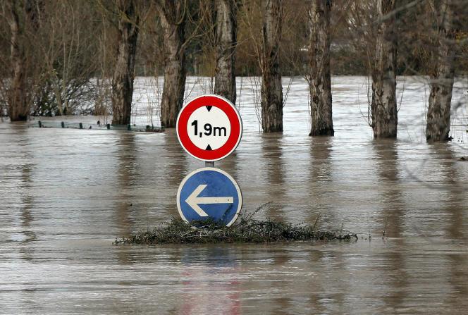 Inondation à Peyrorade, dans le département des Landes, en région Nouvelle-Aquitaine, samedi 14 décembre.