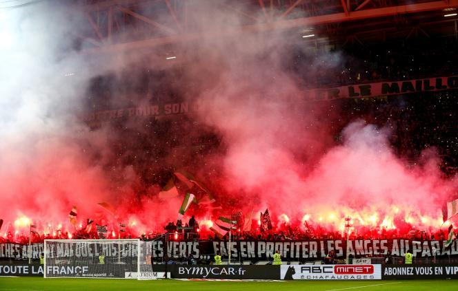 Fumigènes à Geoffroy-Guichard, le stade de l'AS Saint-Etienne, en décembre 2019.