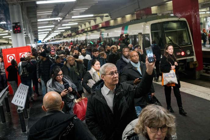 Sur le quai du RER B, gare du Nord à Paris, le 9 décembre.