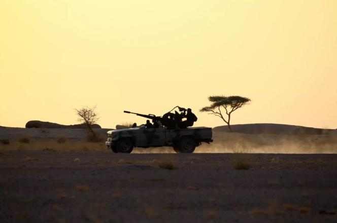 Une patrouille du Front Polisario à Bir Lahlou, dans le Sahara occidental, en novembre 2016.