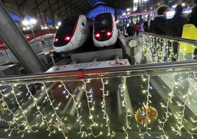 Un train à la Gare du Nord, le 14 décembre à Paris.
