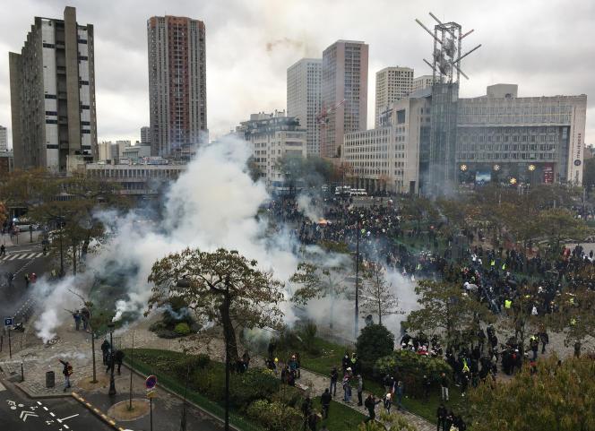 Le premier anniversaire du mouvement des « gilets jaunes» avait donné lieu à des affrontements avec les forces de l'ordre, place d'Italie, à Paris, le 16 novembre.