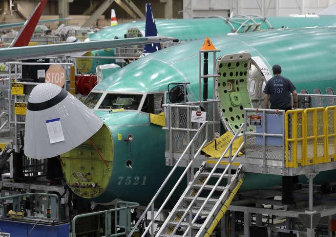 Depuis l'immobilisation de son 737 MAX en mars 2019, Boeing a continué à produire des appareils au rythme de 42 par mois.