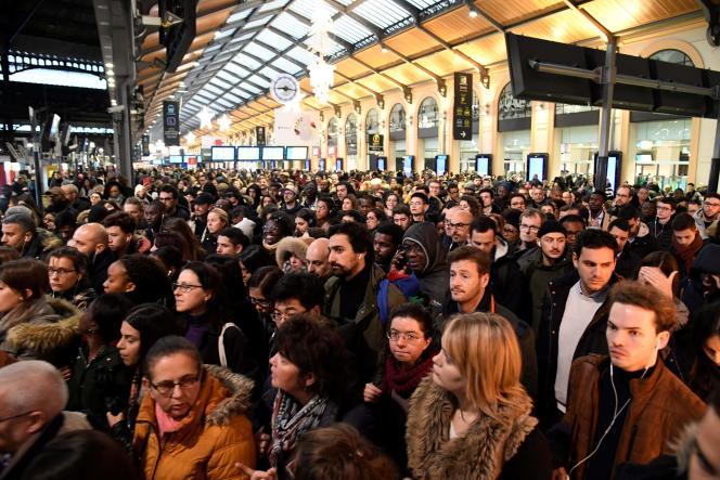 A la gare Saint-Lazare, à Paris, le 16 décembre.