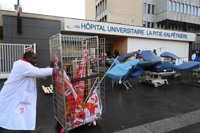 A l'hôpital de la Pitié-Salpêtrière, à Paris, le 13 décembre.