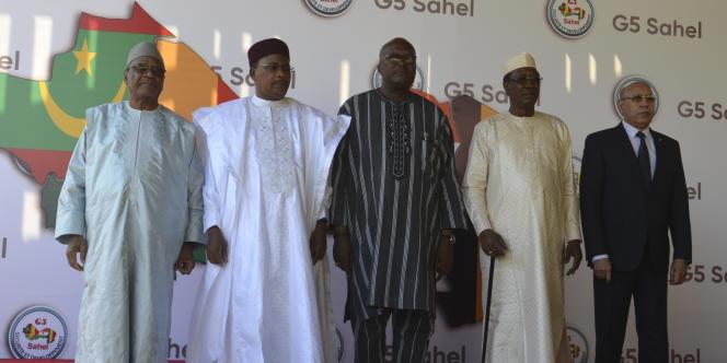 Les chefs d'Etat malien Ibrahim Boubacar Keïta, nigerien Mahamadou Issoufou, burkinabé Marc Christian Kaboré, tchadien Idriss Déby et mauritanien Mohamed Ould Cheikh Ghazouani au sommet de Niamey, le 15 décembre 2019.