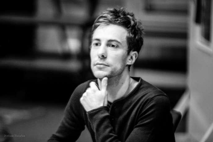Cédric Aussir, réalisateur de fictions audio à Radio France.