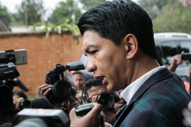D'après l'article 92 de la Constitution et puisque la session parlementaire a expirée, c'est au président de la République Andry Rajoelina, ici à Antananarivo en mai 2019, d'adopter définitivement le projet de loi de finances par voie d'ordonnance.