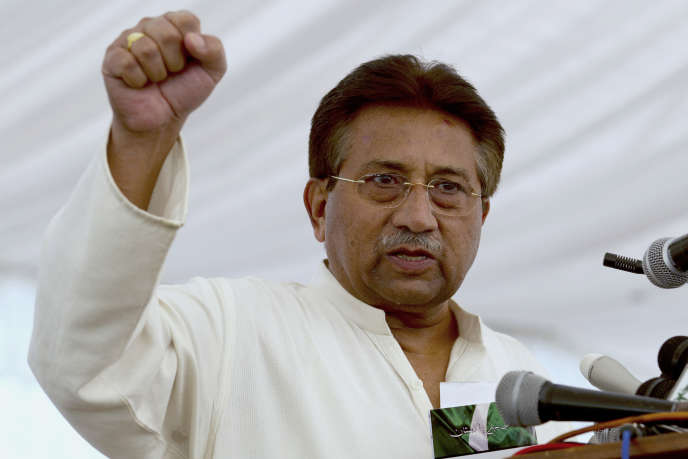 Pervez Musharraf face à ses supporteurs politiques, à Islamabad, enavril2013.