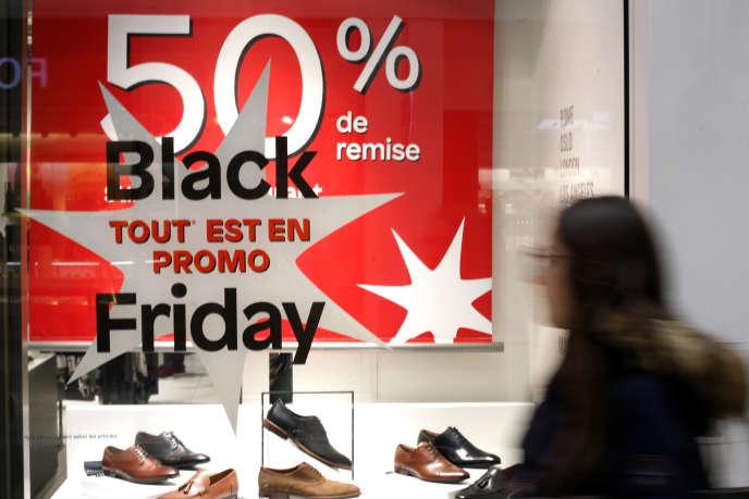 A La Défense (Hauts-de-Seine), près de Paris, lors du« Black Friday», le 29 novembre.