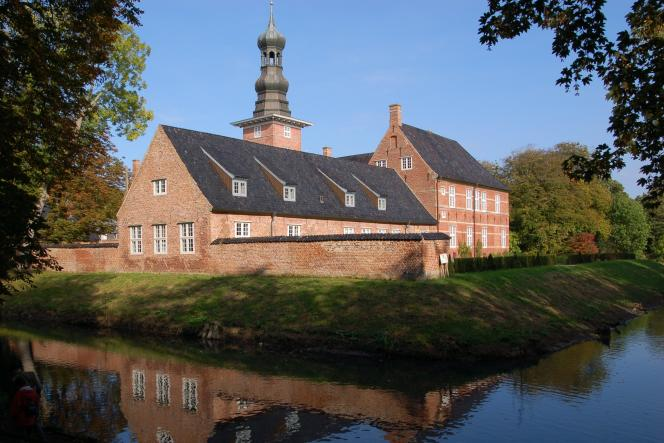 Construit au XVIe siècle, le château de Husum est de pur style Renaissance néerlandaise.