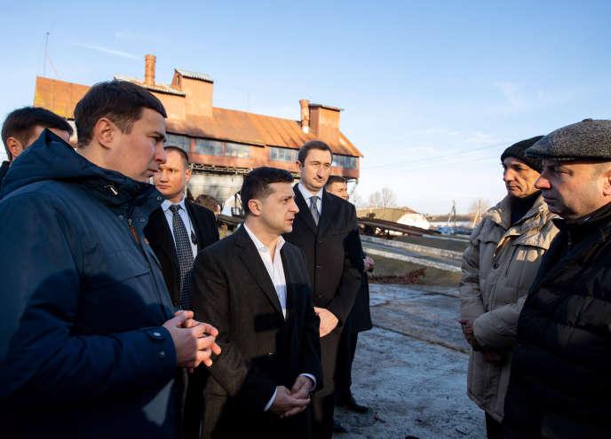 Le président ukrainien Volodymyr Zelensky dans le village de Krasna Slobidka (région de Kiev), le 18 décembre 2019.