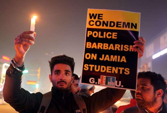 Manifestation en soutien aux étudiants de l'université musulmane Jamia Millia de New Dehli, Inde, le 17 décembre.