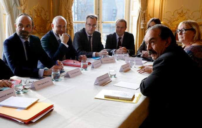 Edouard Philippe reçoit les syndicats à Matignon, dont Philippe Martinez (CGT),à Paris, le 18 décembre.