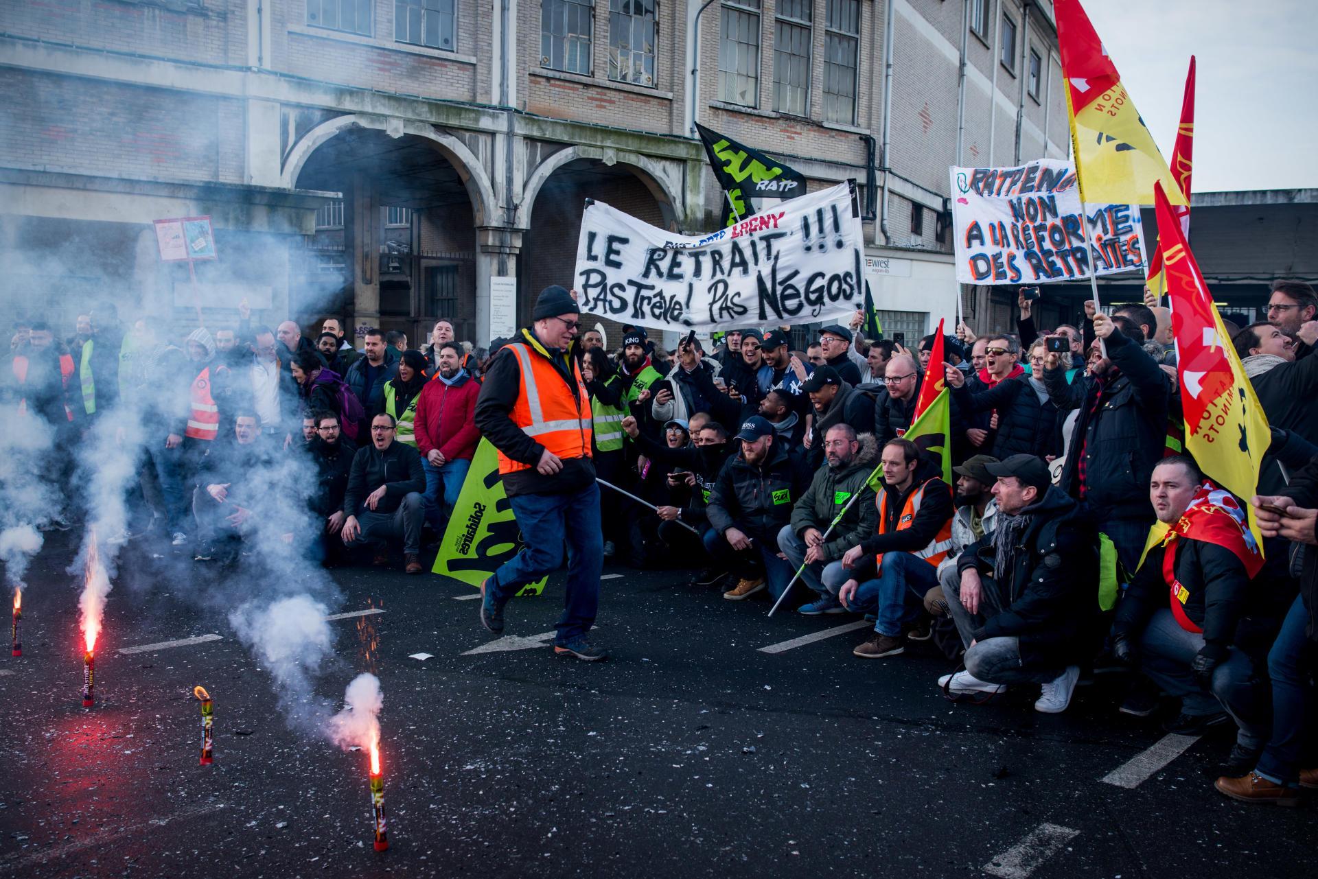 Assemblée générale à la Gare de Lyon avant la manifestation contre la réforme des retraites à Paris.