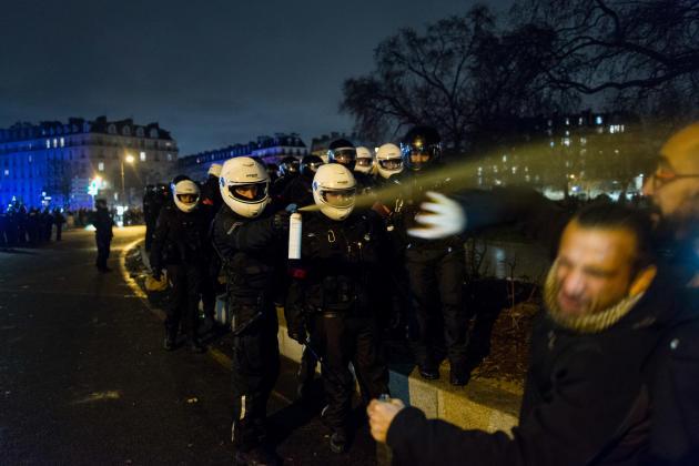 Intervention de la police en fin de manifestation, sur la place de la Nation, à Paris.
