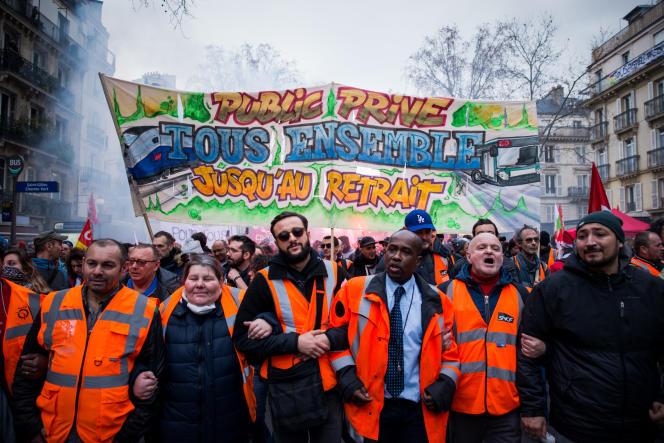Paris, le 17 décembre, lors de la 13e journée de grève nationale interprofessionnelle et intersyndicale contre le projet de reforme des retraites.