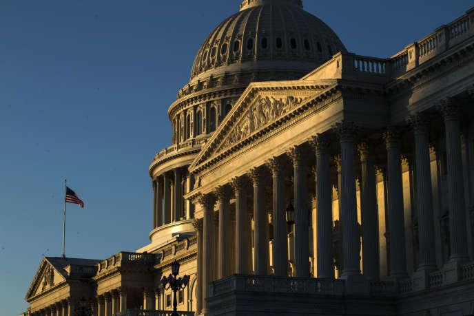 Le Capitole, à Washington, à quelques heures d'un vote historique qui doit voir passer la procédure de destitution d'un bout à l'autre du bâtiment qui abrite les deux chambres du Congrès américain.