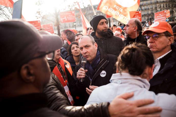 Le secrétaire général de la CFDT Laurent Berger s'adresse aux militants le 17 décembre à Paris.