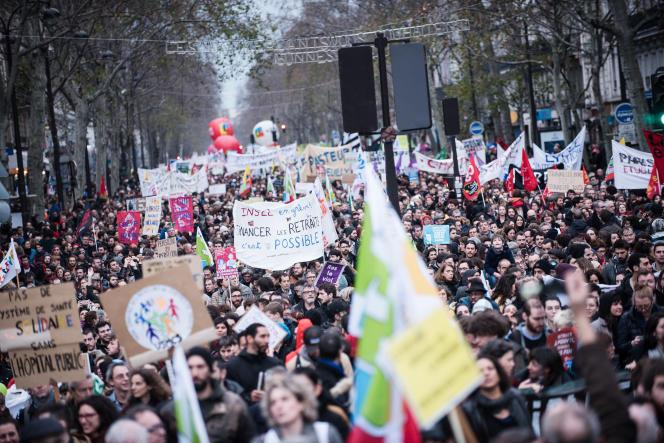 Troisième journée de mobilisation contre la réforme des retraites, à Paris, le 17 décembre.