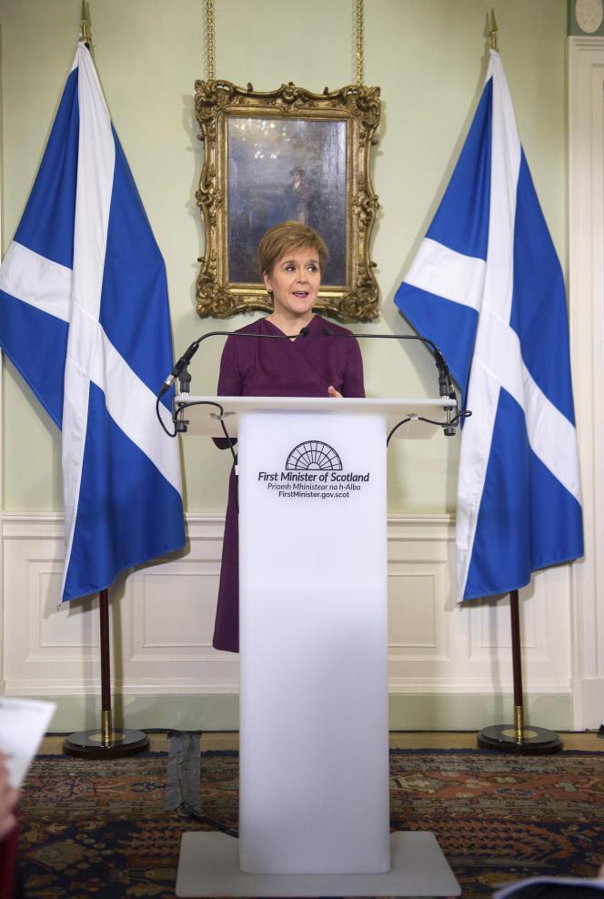 La première ministre d'Ecosse, Nicola Sturgeon, expose les arguments en faveur d'un deuxième référendum sur l'indépendance de l'Ecosse, lors d'une déclaration à Bute House à edimbourg, jeudi 19 décembre 2019.