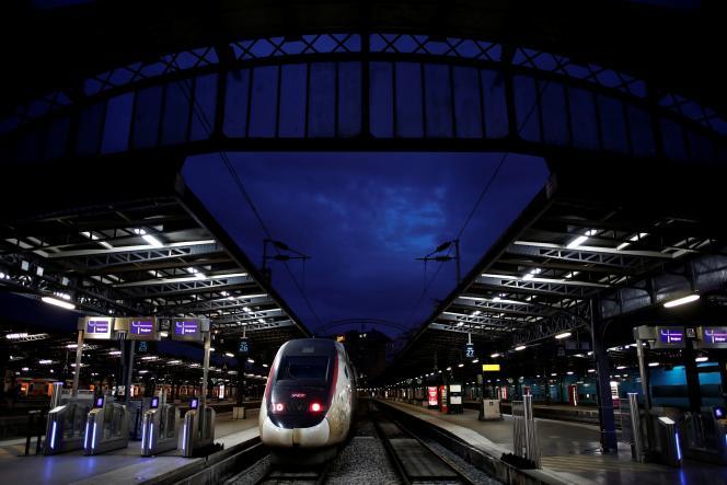 Le groupe ferroviaire fera circuler trois TGV sur cinq sur l'axe Sud-Est, la moitié des TGV sur l'axe Atlantique, deux TGV sur cinq sur les axes Est et Nord.