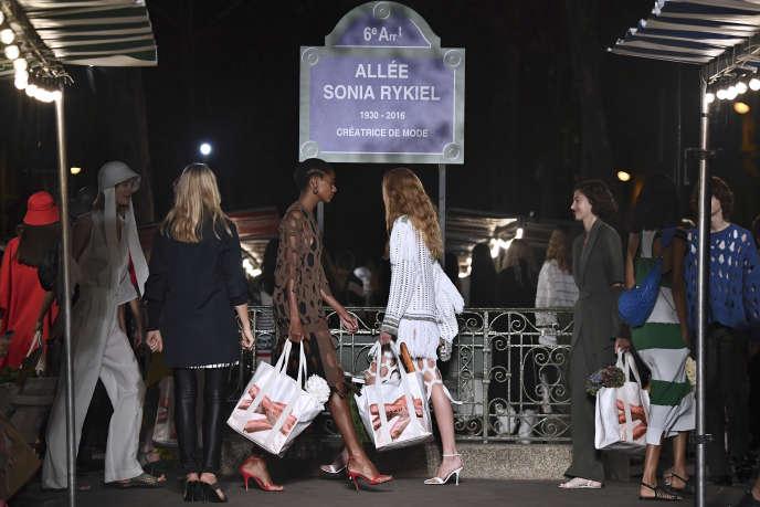 Lors du défilé de la collection prêt-à-porter Sonia Rykiel printemps-été 2019 à Paris, le 29 septembre 2018.