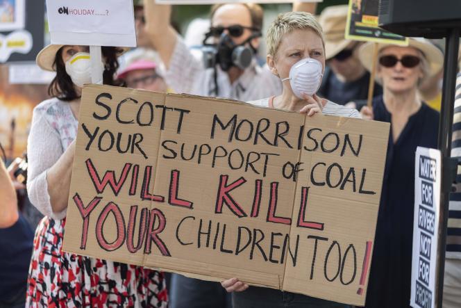 De nombreux Australiens étaient descendus dans les rues de Sydney pour protester, ou avaient manifesté leur désapprobation sur les réseaux sociaux.