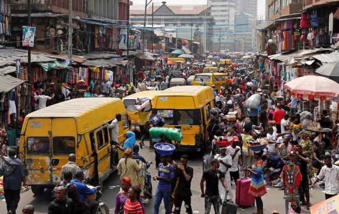 Personne ne sait quelle est la population exacte à Lagos, la capitale économique du Nigeria. Le 11 février 2019 à Martins Street.