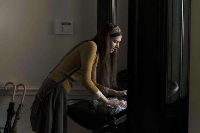 Nell Tiger Free interprète Leanne dans« Servant».