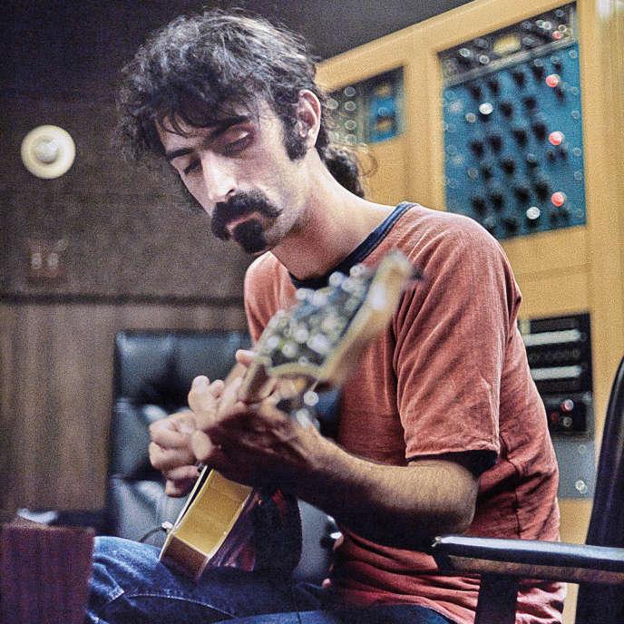 Frank Zappa pendant les sessions d'enregistrement de «Hot Rats» à Los Angeles, en 1969.