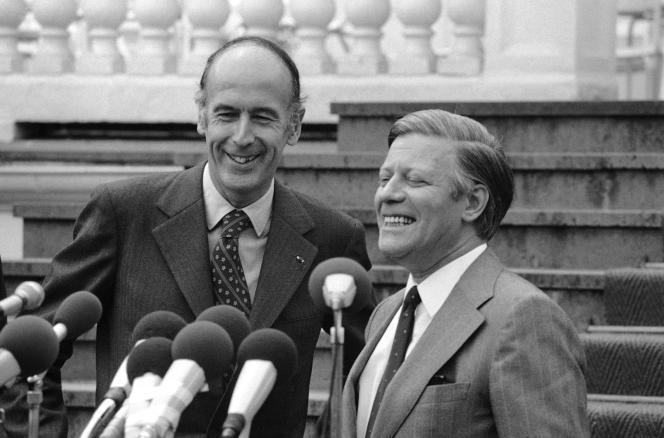 Valéry Giscard d'Estaing, à gauche, avec le chancelier d'Allemagne de l'Ouest, Helmut Schmidt, le 9 juin 1974, à Bonn.