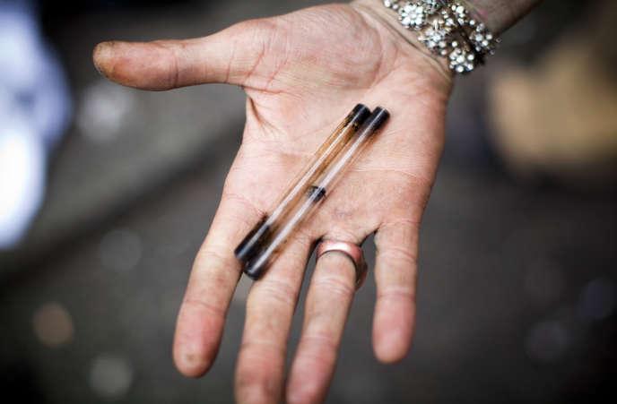 Une fois la cocaïne transformée en«cailloux» de crack, elle est la plupart du temps fumée à l'aide d'une pipe.