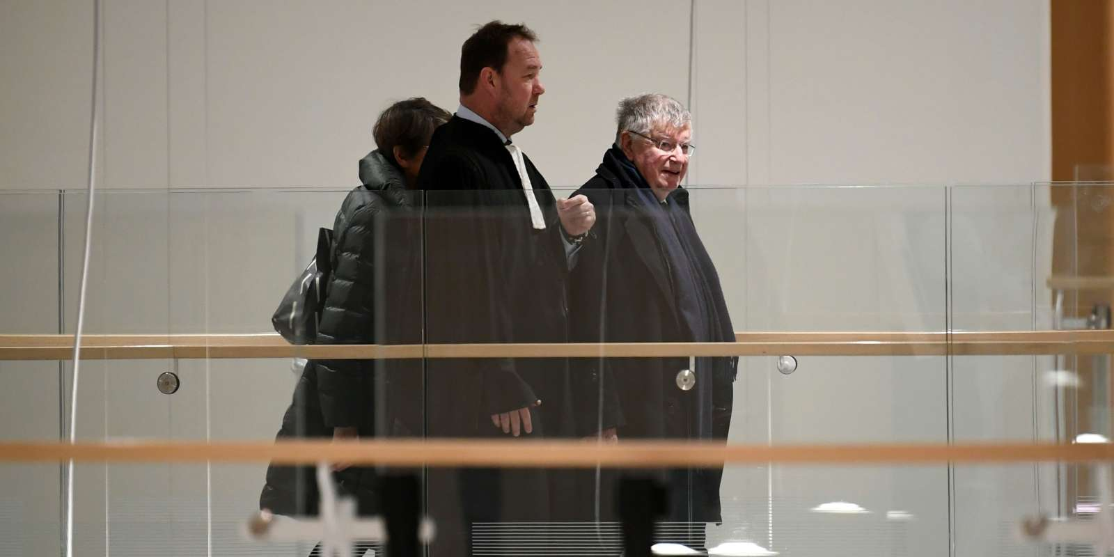 Former France Telecom CEO Didier Lombard (R) arrives at Paris Courthouse on December 20, 2019 for the ruling in France Telecom trial over series of suicides. Paris' court gives its judgment on December 20, 2019 in the trial of several former members of France Telecom's management for