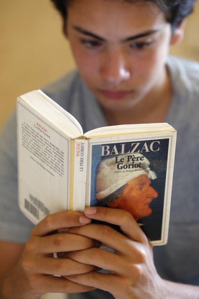 Les livres écrits en français occupent la moitié des places.