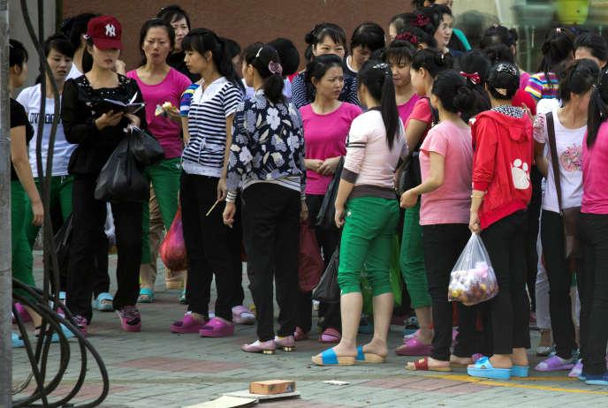 Des ouvrières nord-coréennes travaillant pour une entreprise textile de la province chinoisedu Jilin, en 2017.
