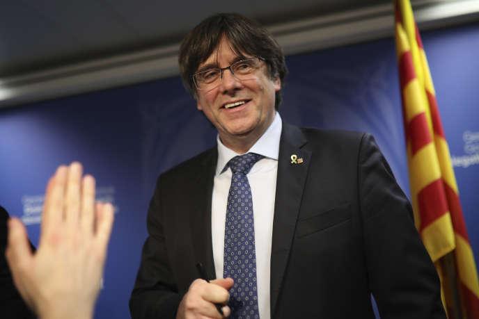 L'ancien président du gouvernement catalan, Carles Puigdemont, lors d'une conférence de presse à Bruxelles, le 19 décembre.