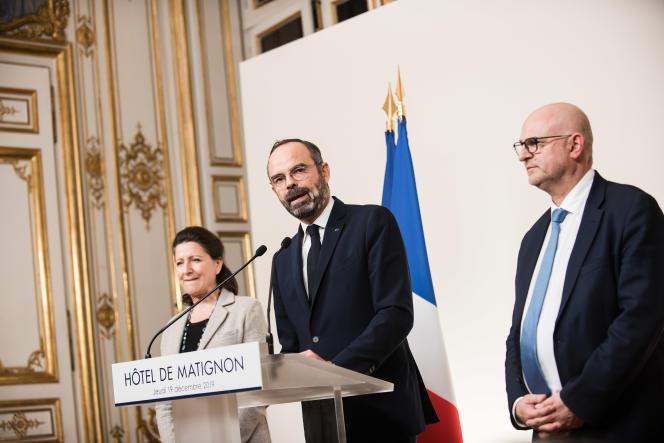 Agnes Buzyn, Edouard Philippe et Laurent Pietraszewski font une déclaration après la réunion à Matignon, le 19 décembre.