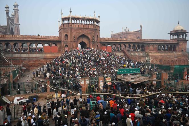 Des manifestants rassemblés près de la mosquée Jama Masjid pour protester contre la nouvelle loi sur la citoyenneté indienne, à New Delhi, le20décembre2019.