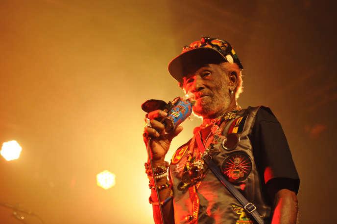 Le producteur, performeur et chanteur jamaïcain Lee Scratch Perry en concert au festival Reggaeville Easter Special à Berlin, en mars 2016.
