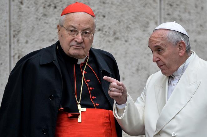 Le cardinal Angelo Sodano et le pape François, le 13 février 2015 au Vatican.