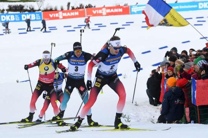 Quentin Fillon-Maillet (dossard n°3) a fini 2e de la poursuite, samedi au Grand-Bornand, derière le Norvégien Johannes Boe (dossard n°4).